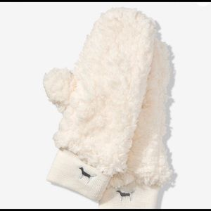 VS PINK Paper White Cream Sherpa Mitten Gloves